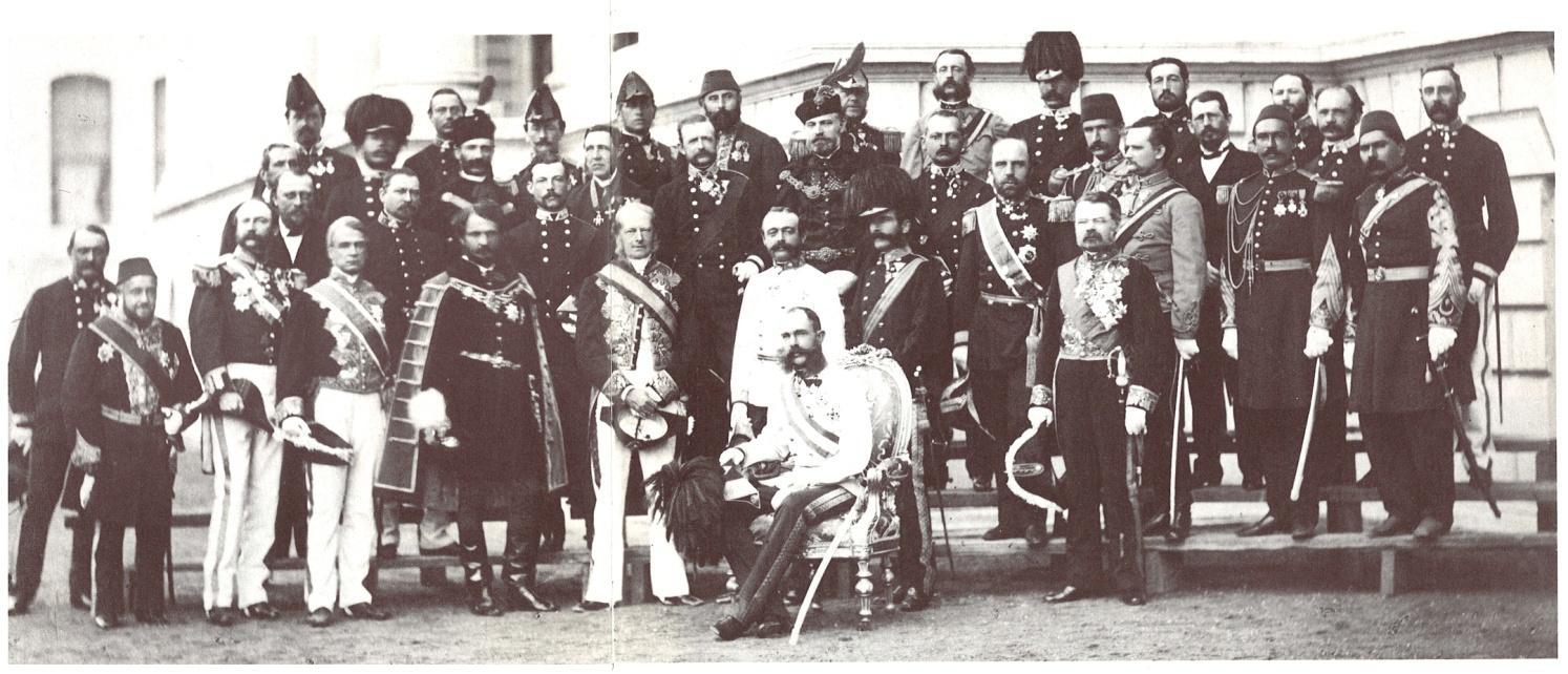Auf der Reise zur Eröffnung des Suezkanals 1869 machte Kaiser Franz Joseph auch in Konstantinopel Station und besuchte den Topkapi-Palast. Das Bild stammt vom Hof-Fotografen des Sulṭāns. Der Kaiser nutzte die Reise auch für eine Pilgerfahrt nach Jerusalem.